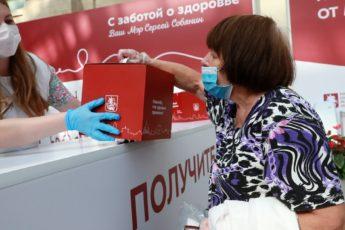Как пенсионерам получить 10 000 рублей за прививку от коронавируса